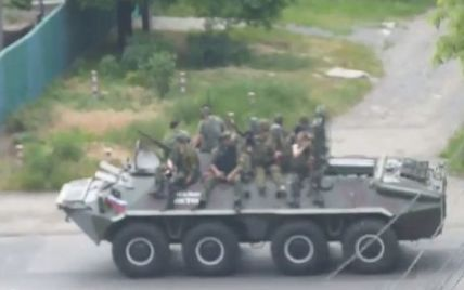 По Донецку проехала колонна военной техники террористов под флагом России