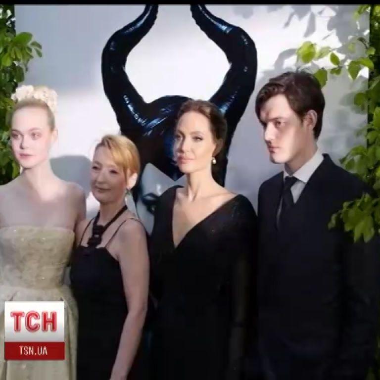 Красавица Анджелина Джоли призналась, что вместе с мужем молится за мир в Украине