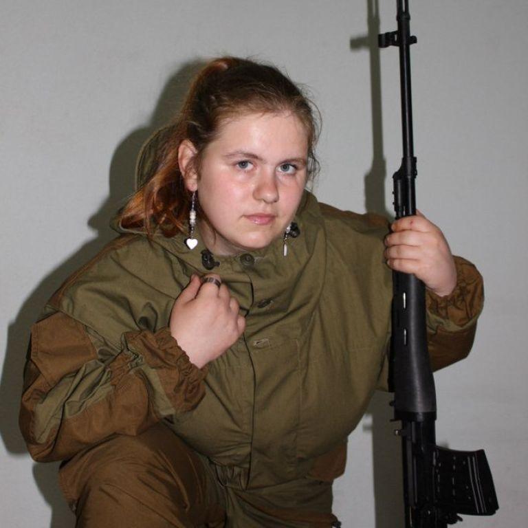 СБУ задержала 22-летнюю русскую шпионку с огнестрельным оружием