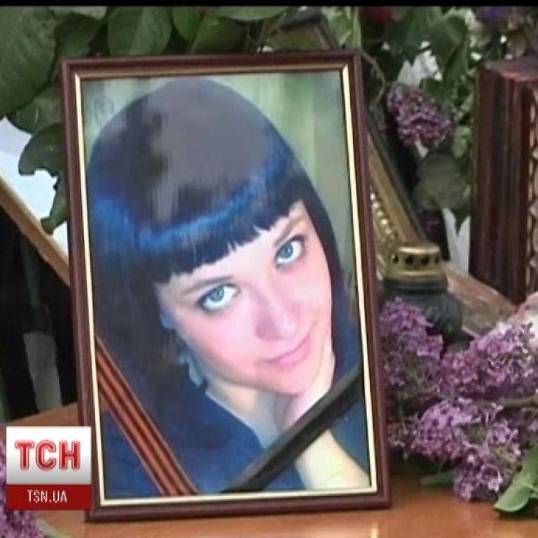 В Краматорске девушку, которая погибла во время АТО, похоронили в свадебном платье