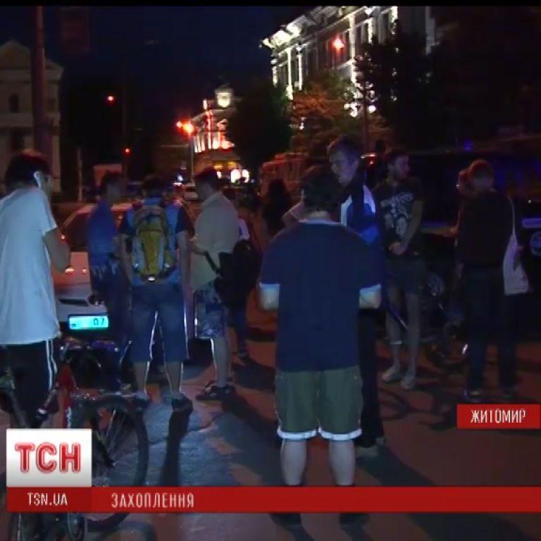 В Житомире после переговоров вооруженные захватчики отпустили 20-х заложников