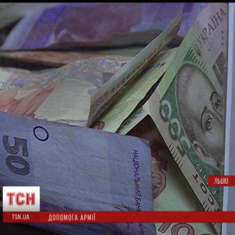 Українці масово допомагають армії грішми та продуктами