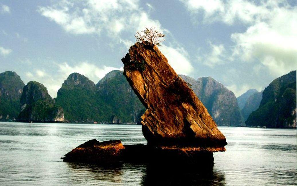 Бухта Халонг у В'єтнамі / ©