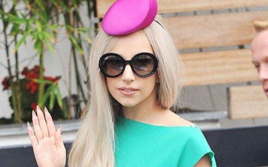 Гага обрала капелюшок-таблетку / ©