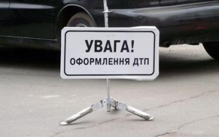 Біля Києва бензовоз без гальм улаштував масштабну аварію