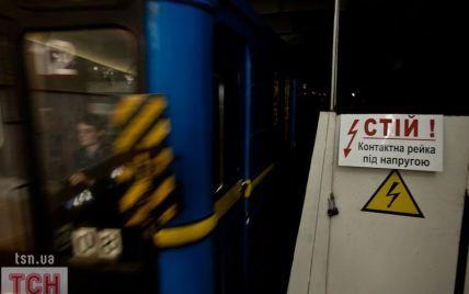 У київському метро чоловік впав на рейки