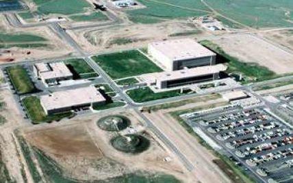 Озброєний військовий забарикадувався на базі ВПС США
