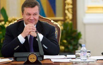 Янукович подарував буковинським сиротам ключі від автобуса
