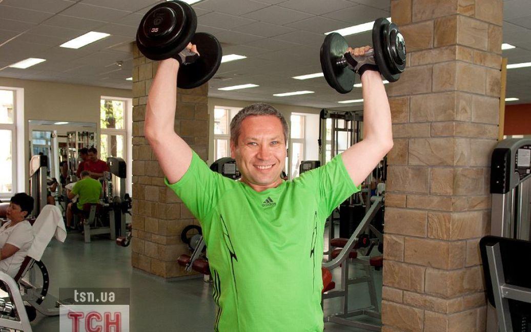 Личный рекорд Лукьянова - четыре гири по 32 кг. / ©