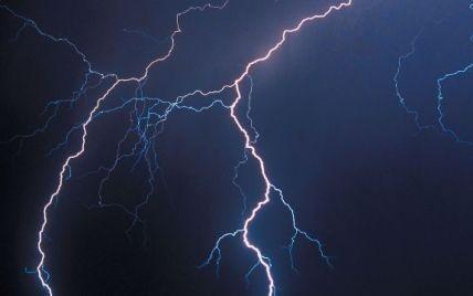"""Блискавка уразила чернігівських хлопчиків через """"невчасну"""" смску"""