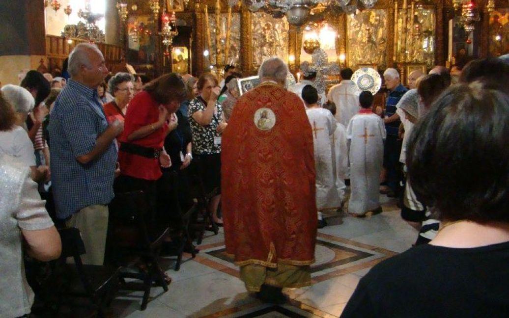 Православное богослужение в храме Рождества Христова. Фото Дмитрия Шаповалова / © euronews.com