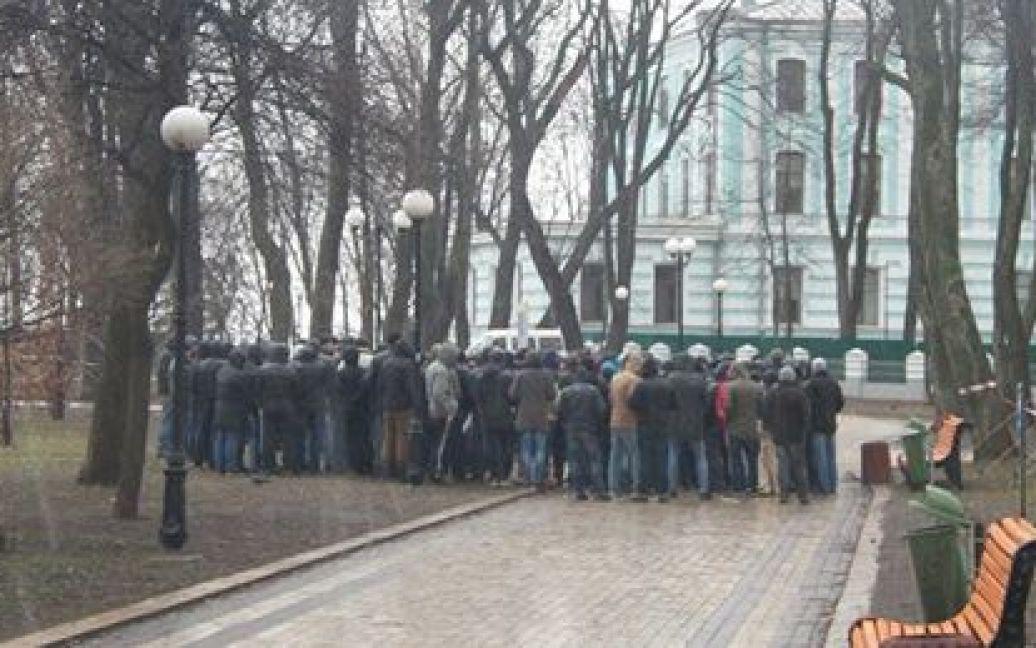 Под Радой собрались титушки и милиция / © ЛігаБізнесІнформ