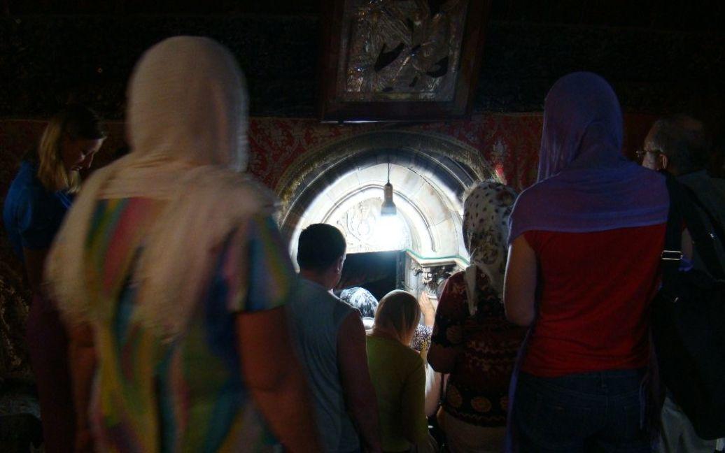 Вход в пещеру Рождества Христова в Вифлееме. Фото Дмитрия Шаповалова / © euronews.com