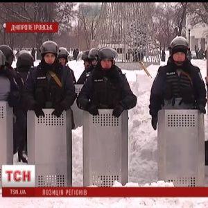 """В Украине ОГА прячутся за колючей проволокой и превращаются в """"гробницы власти"""""""
