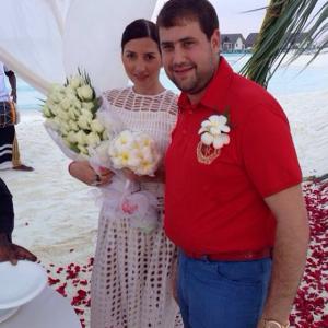 """Певица Жасмин и ее муж Илан """"сыграли"""" вторую свадьбу на Мальдивах"""