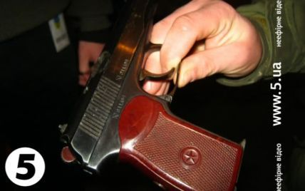 У Києві невідомі влаштували стрілянину на зупинці
