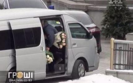 Патриарх Кирилл на 5-летие интронизации приехал в VIP-кортеже и получил два микроавтобуса цветов