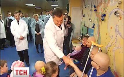 Медики розповіли Януковичу, що на рак хворіє кожний 45-ий українець