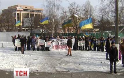 Сотня українських студентів підтримала силовиків