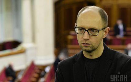 Яценюк похвастался, что Украине удалось избежать банкротства