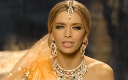 Романтическая Вера Брежнева в образе индийской богини презентовала новый клип