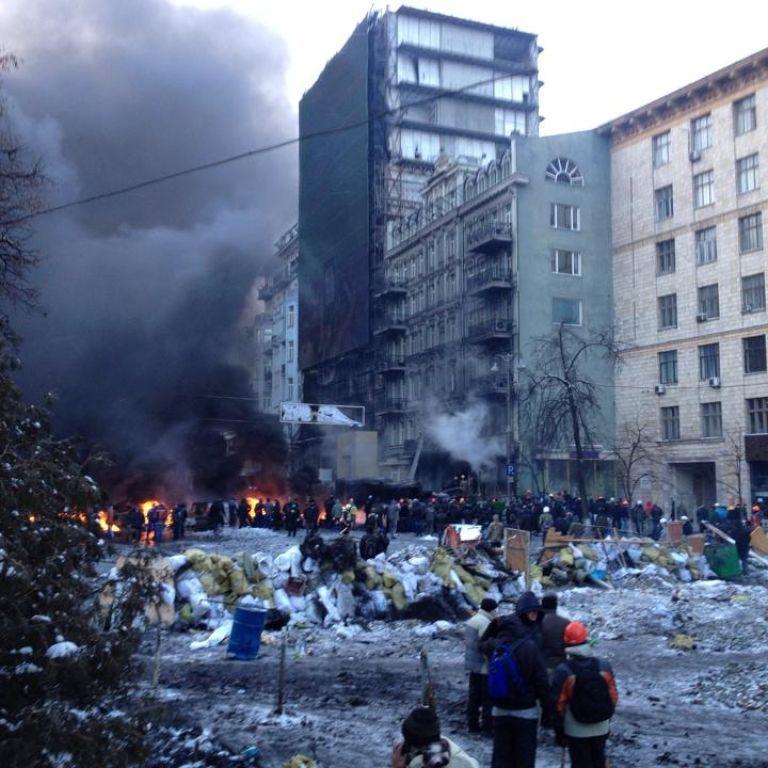 На вулиці Грушевського загорівся будинок