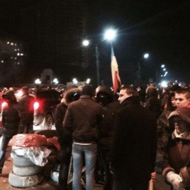 """5-тисячний натовп забарикадував дорогу на аеропорт """"Бориспіль"""""""