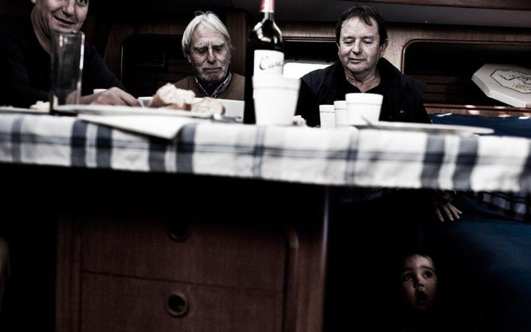 Родина Сінто відзначає на борту Snooty Foх сімейні свята / © laiaabril.com