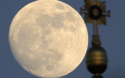 Мешканці Землі стали свідками найяскравішого місячного шоу (фото)