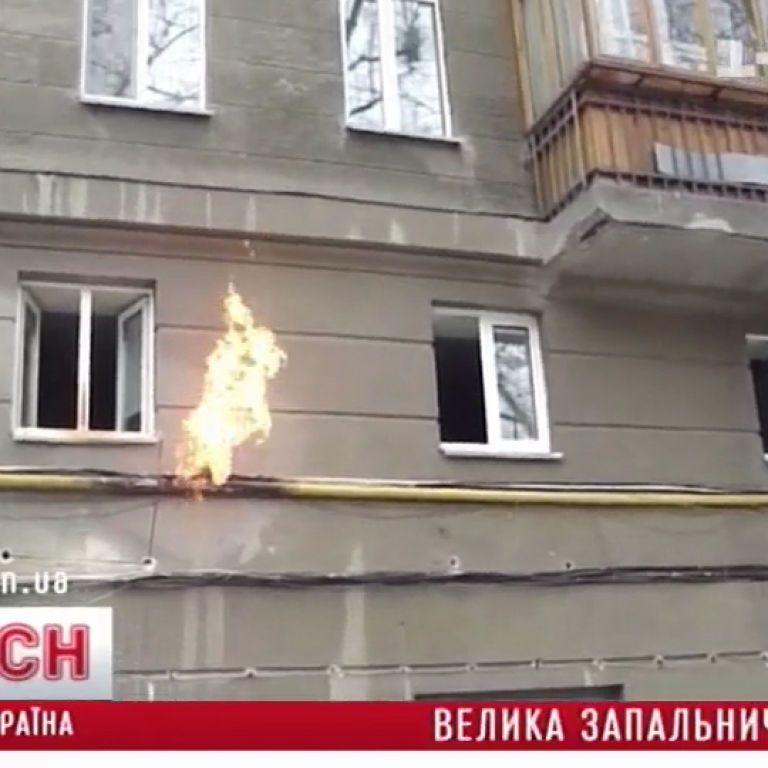 """На Хрещатику """"джамшут"""" зробив з газової труби велетенський факел"""
