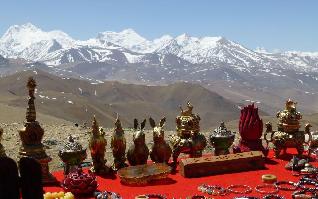 Поcледние сувениры Тибета перед спуском к Непалу / ©