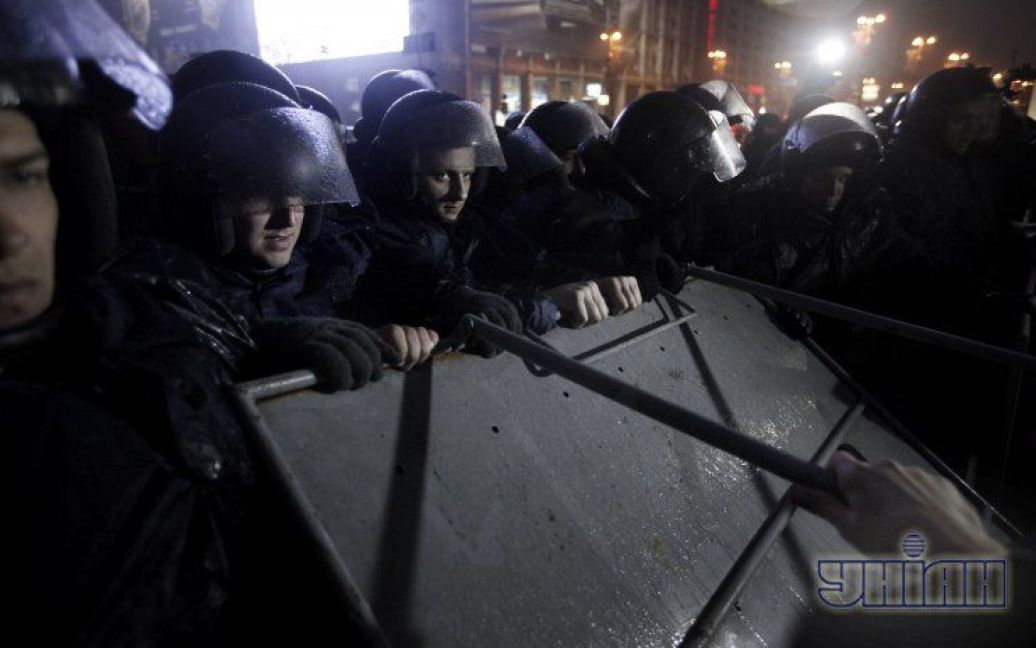 """""""Беркут"""" влаштував сутичку на Євромайдані / © УНІАН"""