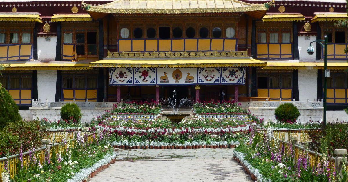 Дом Далай Ламы 14-го в Нирбулинке / ©