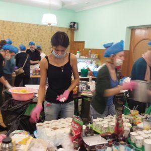 Штаб Євромайдану: люди в поті чола готують їжу та продумують захист протесту