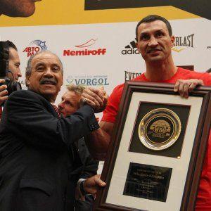 Володимир Кличко отримав нагороду найкращому боксеру світу на очах у Повєткіна