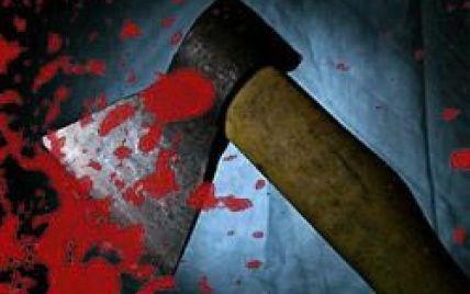 На Киевщине пьяный мужчина ударил своего друга топором и пытался его сжечь