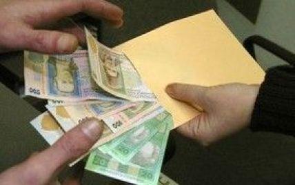 Єдиний соцвнесок із зарплат скорочують у 2,5 разу – Порошенко підписав закон