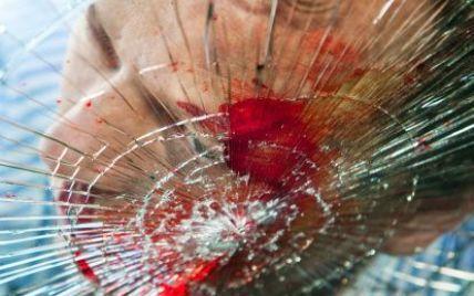 Под Киевом микроавтобус столкнулся с товарняком: есть жертвы
