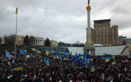 На київському Євромайдані вже мітингують 50 тисяч осіб