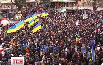 Протестувальники захопили Івано-Франківську ОДА