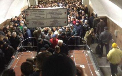 У Києві невідомий повідомив про замінування трьох станцій метро: йде евакуація пасажирів