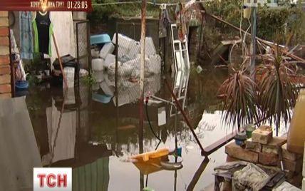 На Київщині повінь руйнує будинки, а люди у відчаї через бездіяльність влади