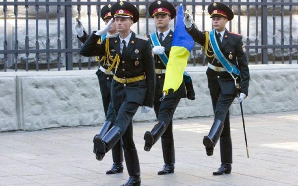 У Києві президент Віктор Янукович взяв участь в урочистій церемонії підняття Державного Прапора України. / ©