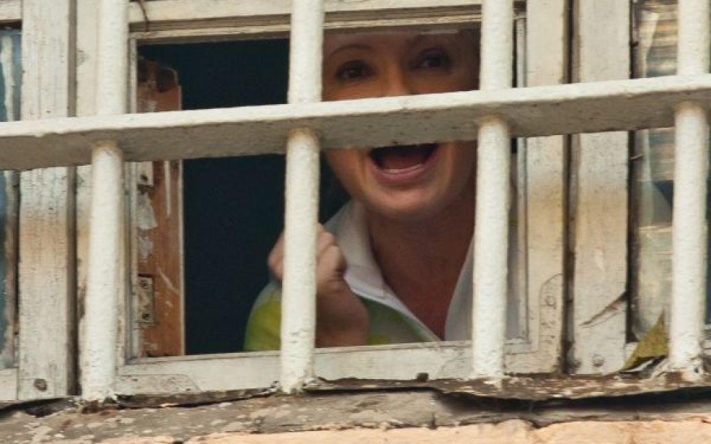 Юлія Тимошенко за ґратами у вікні Лук'янівського СІЗО / © TripAdvisor