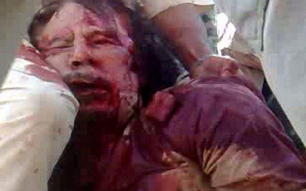 Це фото помираючого Каддафі облетіло увесь світ / © AFP