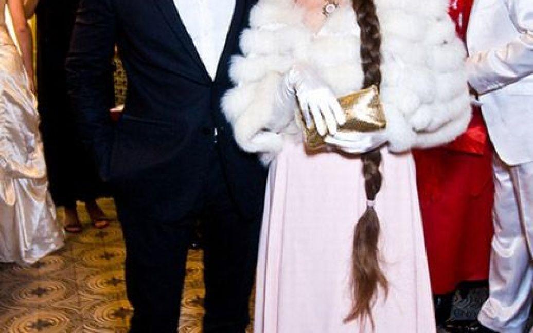 Співак Андрій Кравчук тусив на балу з письменницею Ладою Лузіною. / © Main People