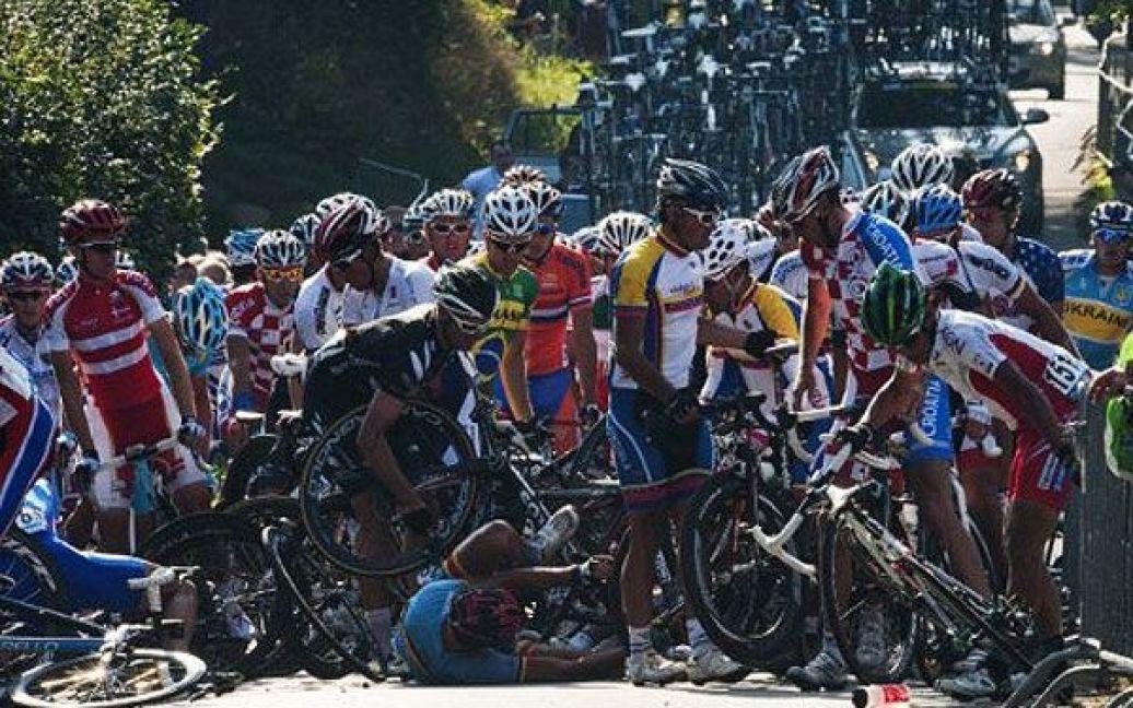 """Данія, Копенгаген. Зіткнення між велосипедистами сталося під час проведення велогонки """"Men Elite Road Race"""" у Копенгагені, де проходить чемпіонат світу з велоспорту. / © AFP"""