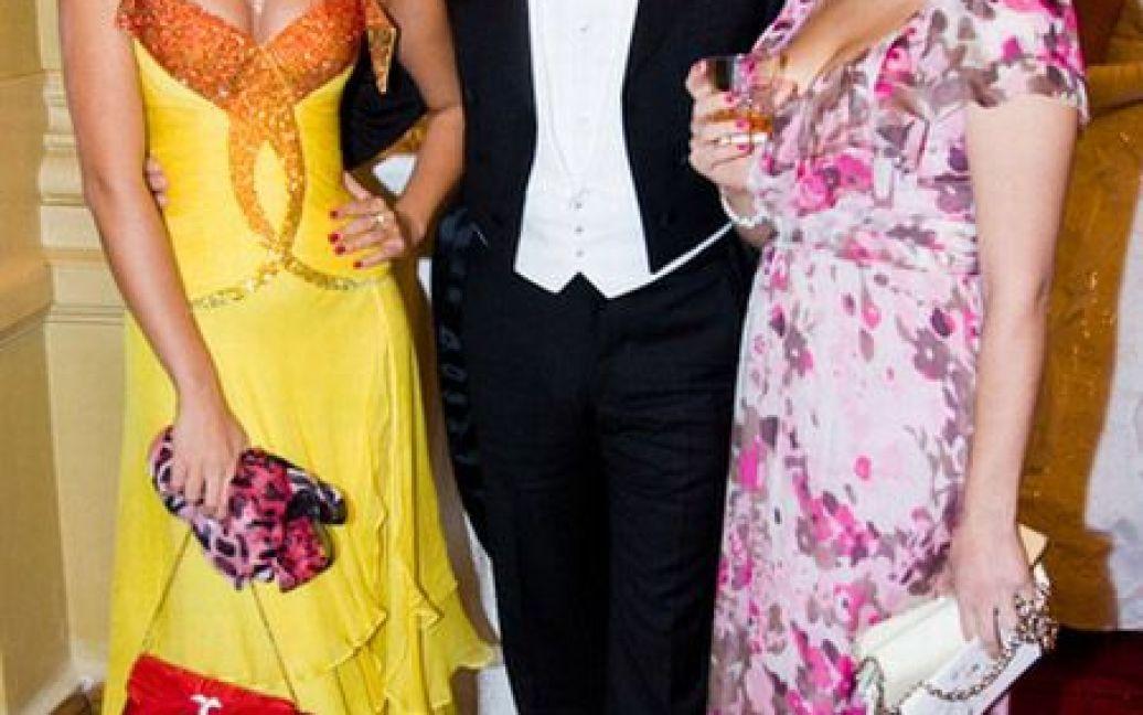 """""""Міс Україна-Всесвіт-2009"""" Христина Коц-Готліб (ліворуч) із сестрою / © Main People"""