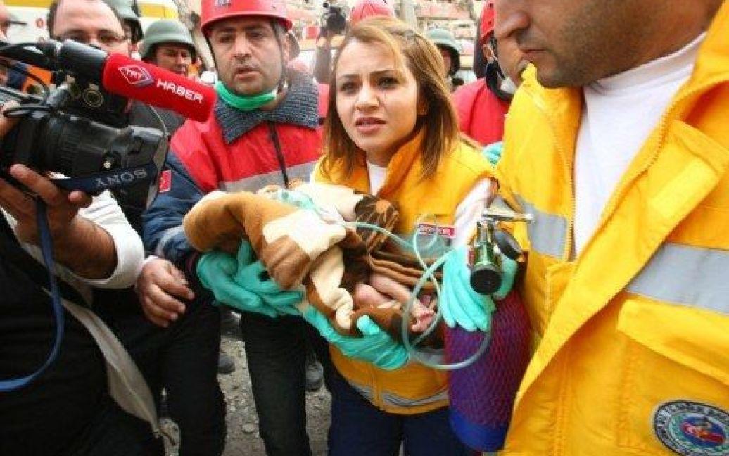 З-під завалів у Туреччині врятували немовля / © AFP