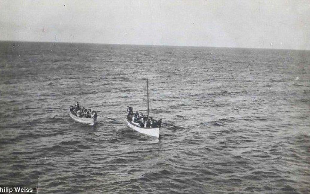 """Човни з тими, хто зміг врятуватися з """"Титаніка"""" / © Daily Mail"""